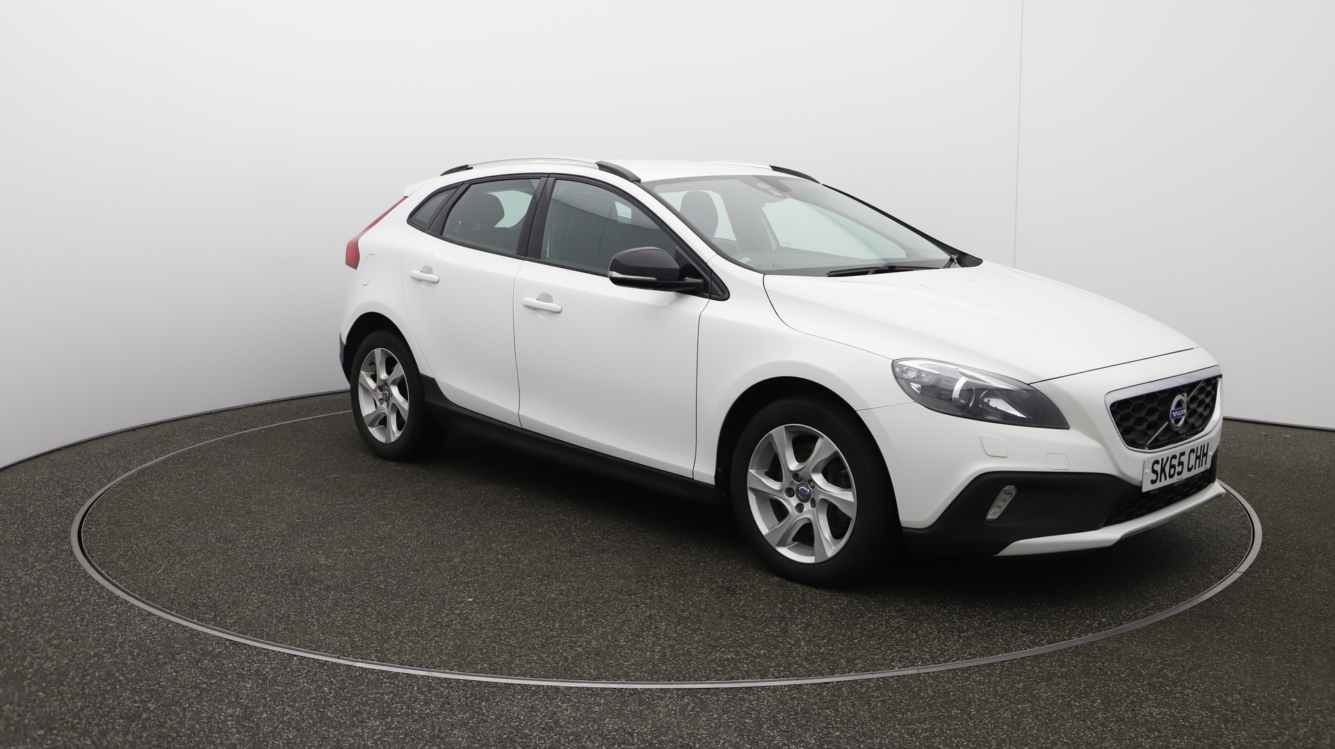 Volvo V40 D2 CROSS COUNTRY LUX Service History