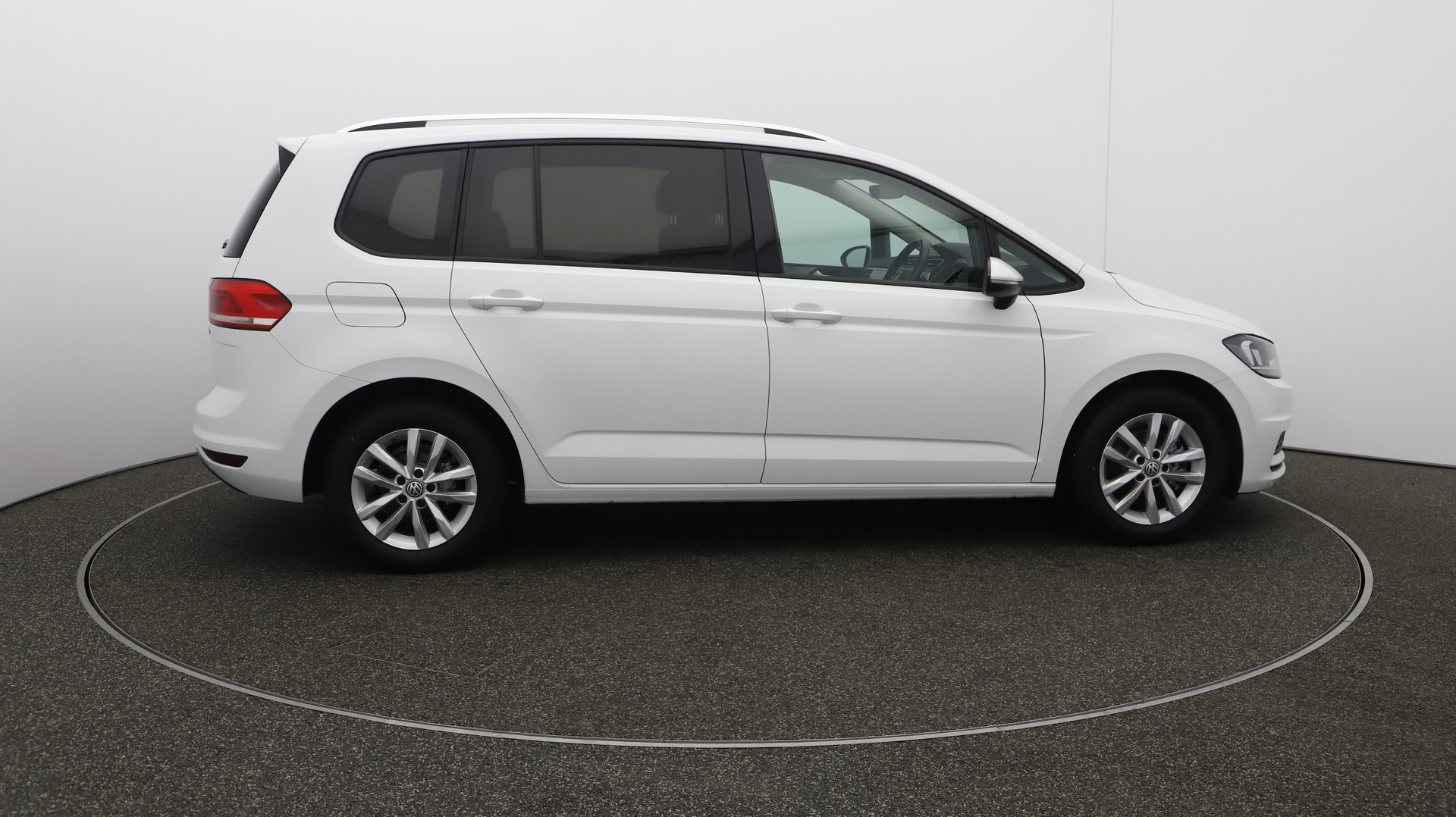 Volkswagen Touran se-family Service History
