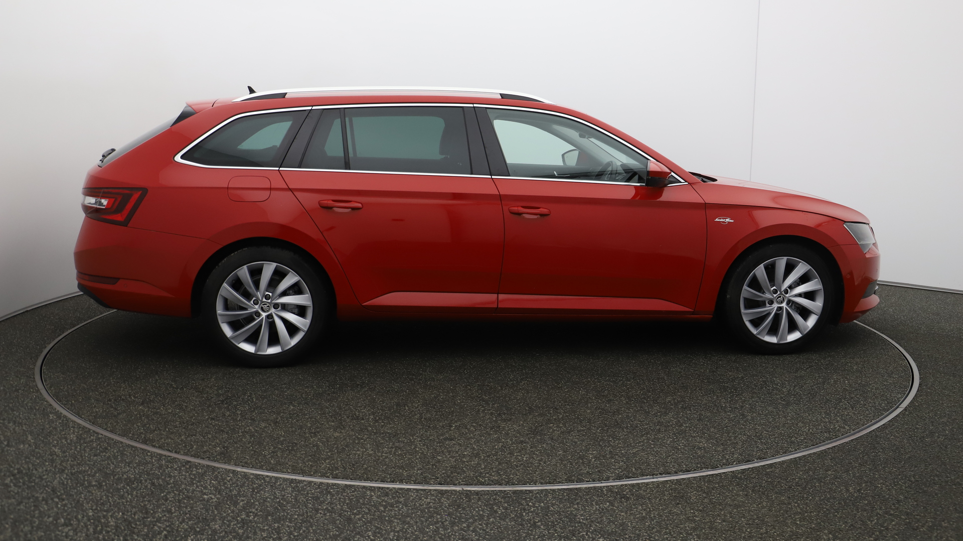 Skoda Superb LAURIN AND KLEMENT TDI Service History