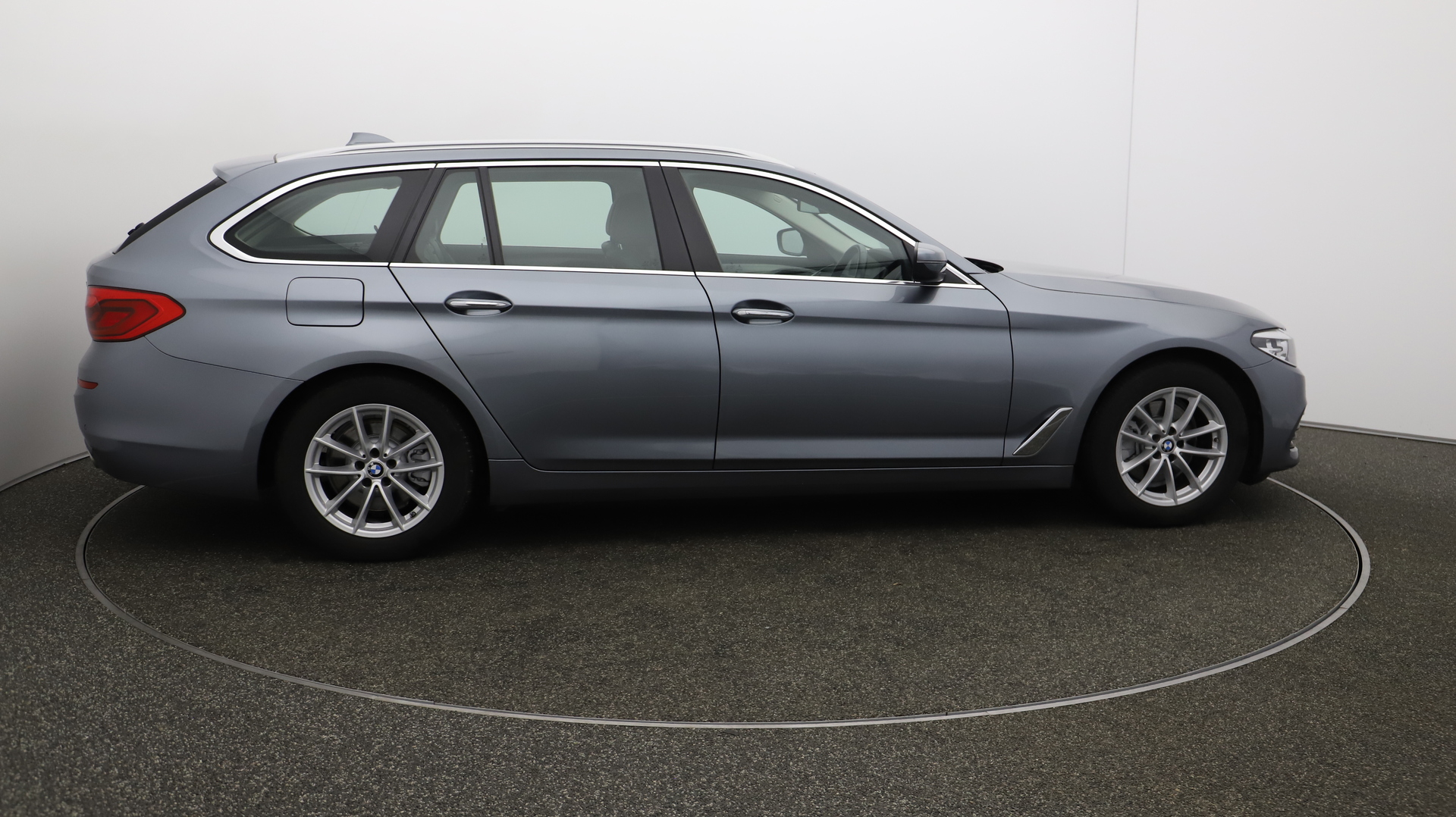 BMW 5 Series 520D SE TOURING Service History